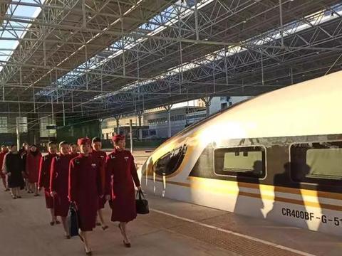 最新!京张高铁试运行,动车小姐姐惊艳亮相!