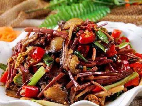 """农村人称它为""""如意菜"""",跟猪肉爆炒很香,配饭下酒都行"""