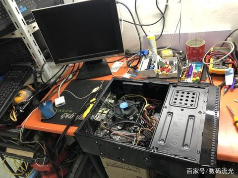 电脑开机黑屏,修好后客户拒付款:你就按一下,给五元辛苦费!