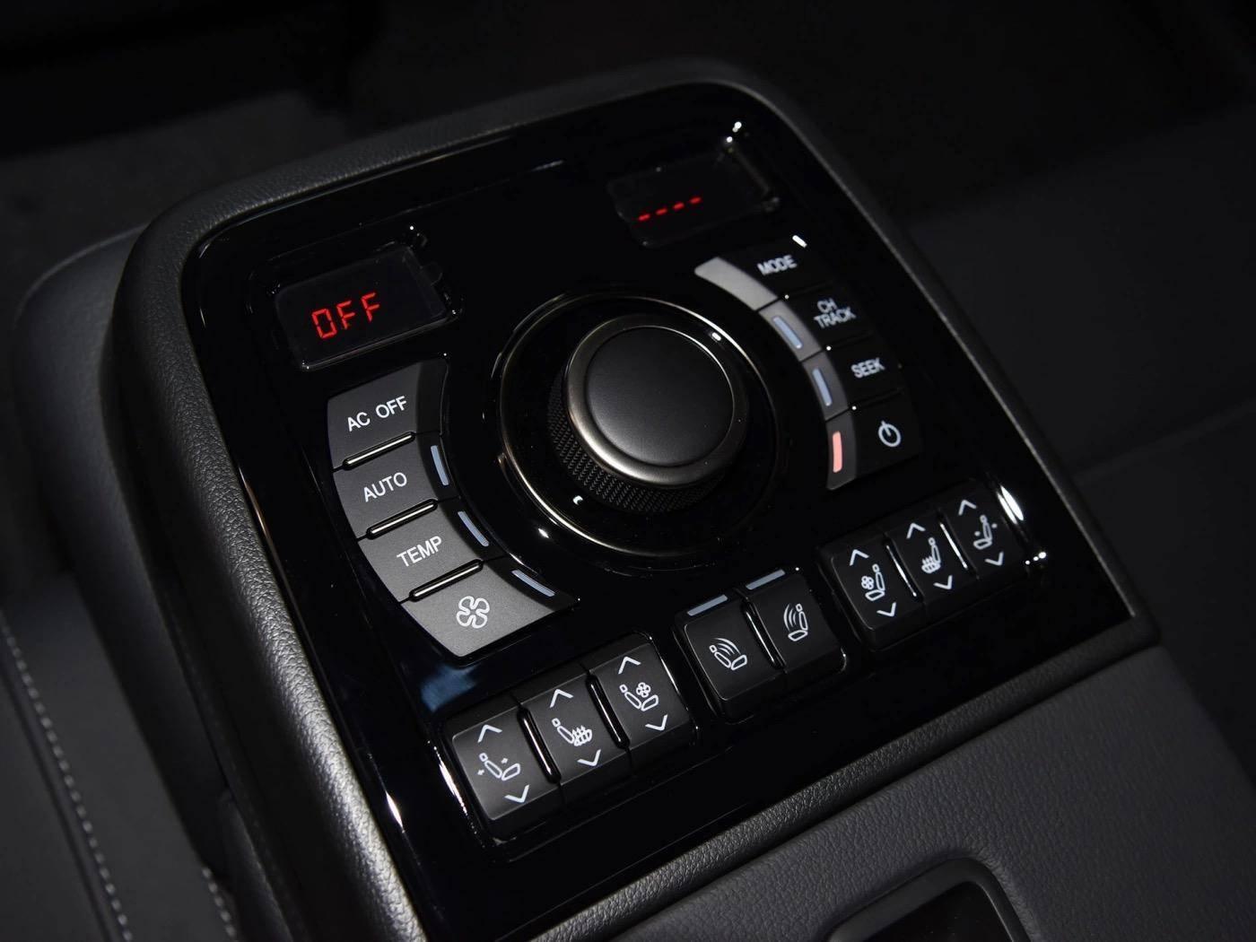 国产真正的豪华C级车!顶配还带V6引擎,红旗H7到底如何?