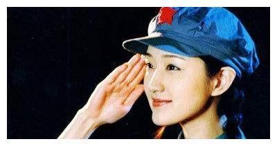 杨钰莹48岁还在单身?看到她比基尼照后,网友:谁能降服着她