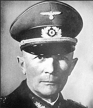 龙德施泰特因反对攻打苏联被希特勒反感,逐步将其手下人马调离