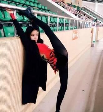 """她是体操界""""一字马""""女神,曾与宁泽涛传出绯闻,现进军娱乐圈"""