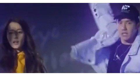 迪丽热巴现场热舞,谁注意王一博看她的眼神?网友炸锅了