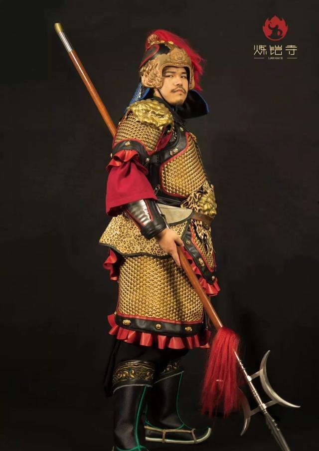 套在铠甲里的人:60斤铜铁穿我身,河山在我心梦萦