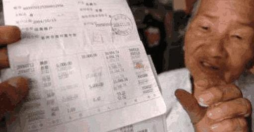 老汉在银行存69万,却取不出来,工作人员:存折是假的