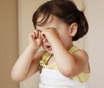 面对调皮的孩子,总控制不住大声吼叫,殊不知会伤害到孩子