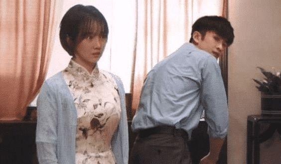 """有一种""""入戏""""叫陈小纭, 忘记自己穿的开衩旗袍, 露出的东西亮了"""