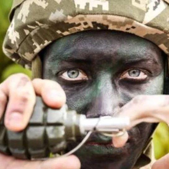 不怕被敌人扔回来!碰炸手榴弹是如何工作的?一磕会炸了吗?|轻武专栏