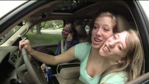 29岁美国连体姐妹会打垒球考出驾照当了老师,还计划着结婚生子