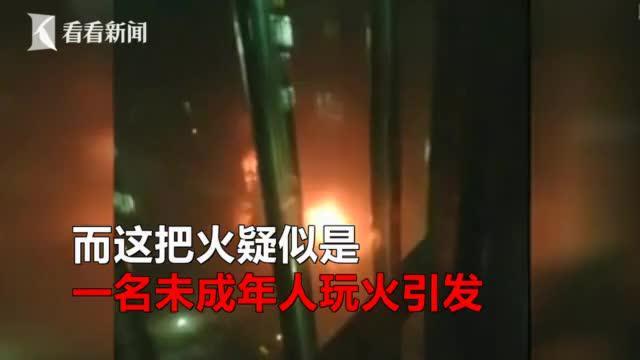 小区29辆电动车被烧毁,消防查看监控吃了一惊,黑烟足有20层楼高