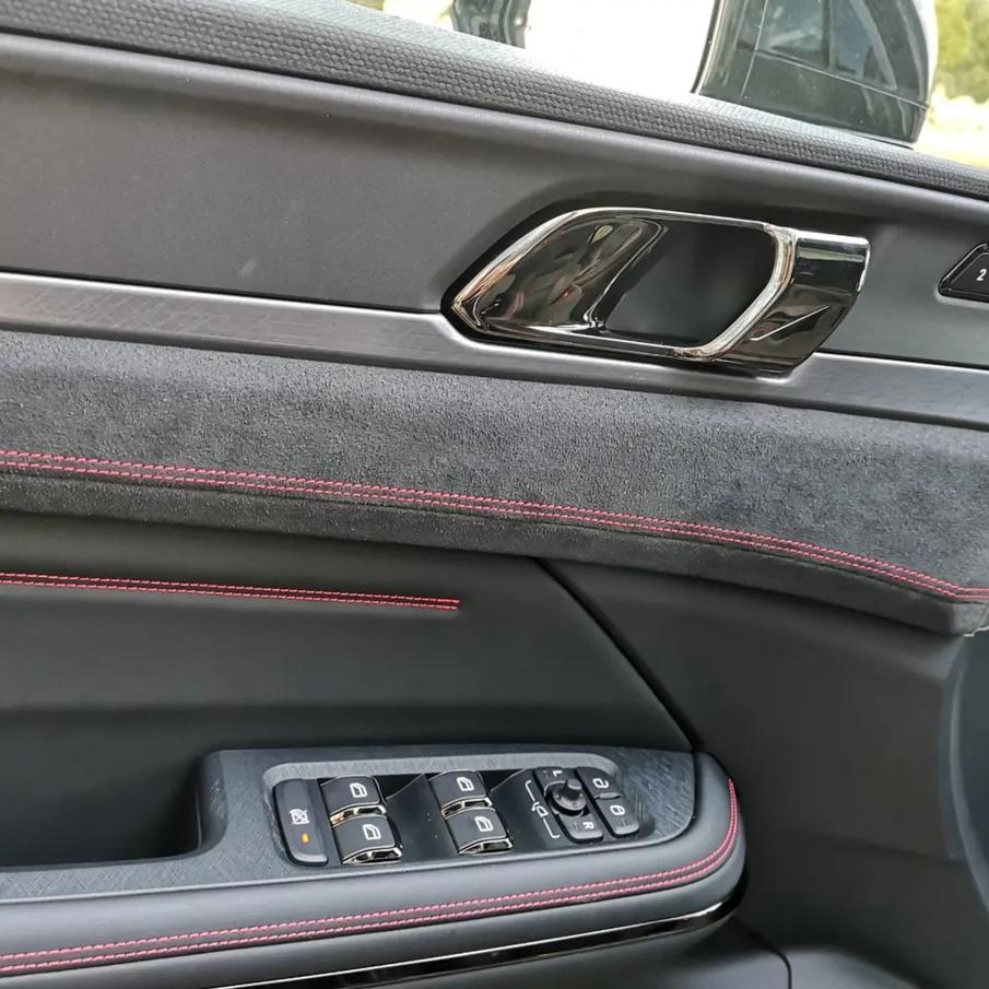 采用溜背式设计风格,配备12.7英寸中控屏,全新领克05实车亮相!