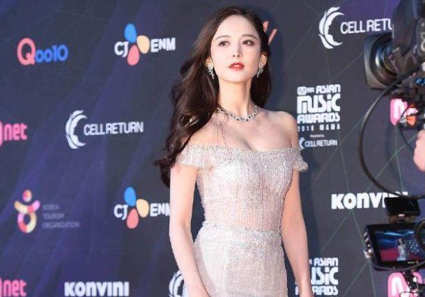 古力娜扎亮相韩国MAMA盛典,被嘲讽英语烂,得知原因后:错怪她
