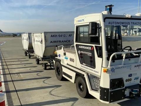 法国航空在图卢兹机场测试首款自动驾驶行李牵引车