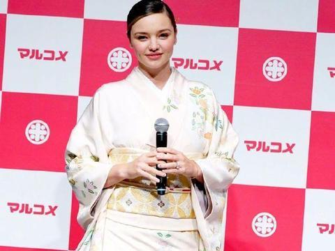 米兰达可儿真百变,穿日本和服亮相,原来胖也是一种美
