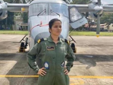 印度海军迎首位女飞行员,她说:这是大事,责任重大,我全力以赴