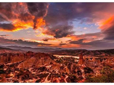 """云南居然藏着一个""""中国科罗拉多大峡谷"""",造物主的奇幻艺术馆"""