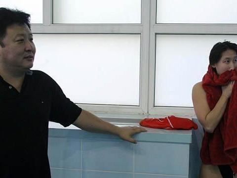叹!31岁奥运冠军嫁54岁老公,自掏腰包送百万豪车