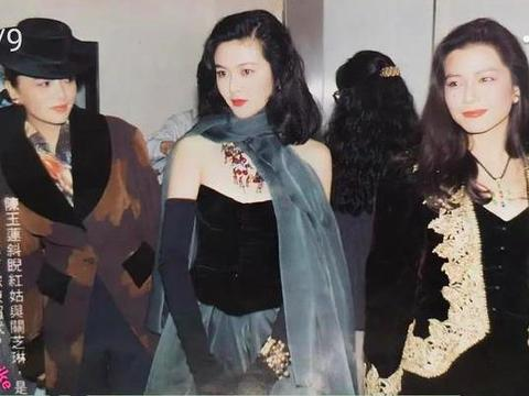关之琳昔日拍照心无旁骛,与钟楚红同框围巾抢镜,陈玉莲被吸引