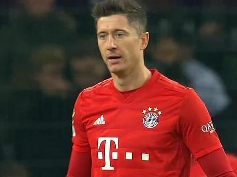 爆冷2-1,拜仁输球又输人,被身价800万球星绝杀,5万球迷怒吼
