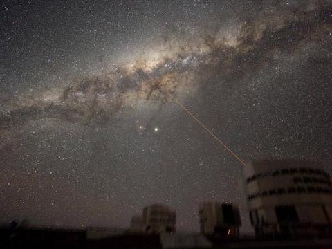 银河系中心,巨型的无线电气泡,与超级黑洞有关?