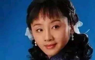 王新军与秦海璐幸福美满,而守护10年婚姻的她,却至今孤身一人