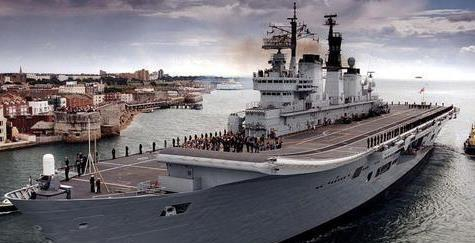 """英国无敌级航空母舰被海军戏称为""""山姆大叔的跟屁虫"""""""