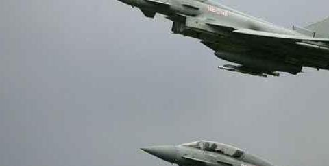 以色列客机过境失联,英国两架战机紧急升空拦截,之后传来爆炸声