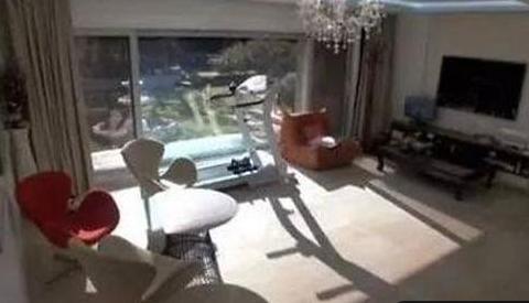 韩国Rain的豪宅曝光,客厅铺高档木地板,房子价值至少上百万