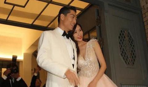 林志玲坦言自己目前仍未怀孕,未来定居台湾还是日本全听老公安排