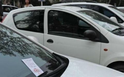 找不到停车位时,交警支招:可以用这些方法,能避免被贴罚单!