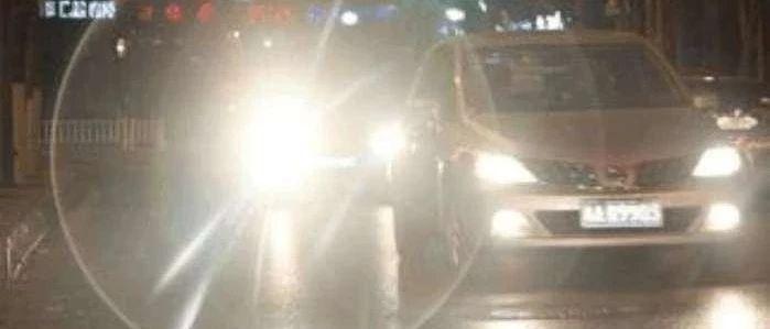 悲剧!车主开快车被远光灯晃眼,撞死骑电动车的亲姐夫