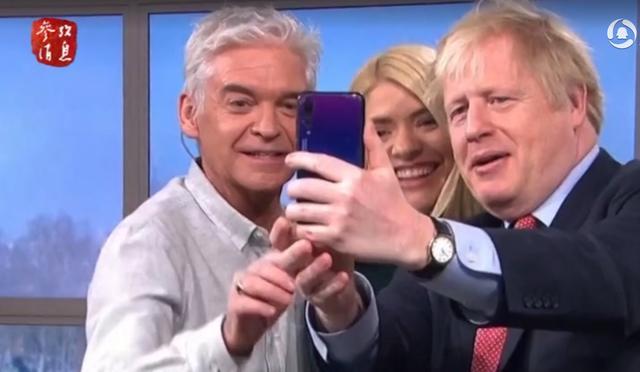 国产特斯拉可获近2.5万元补贴,英首相用华为手机自拍?