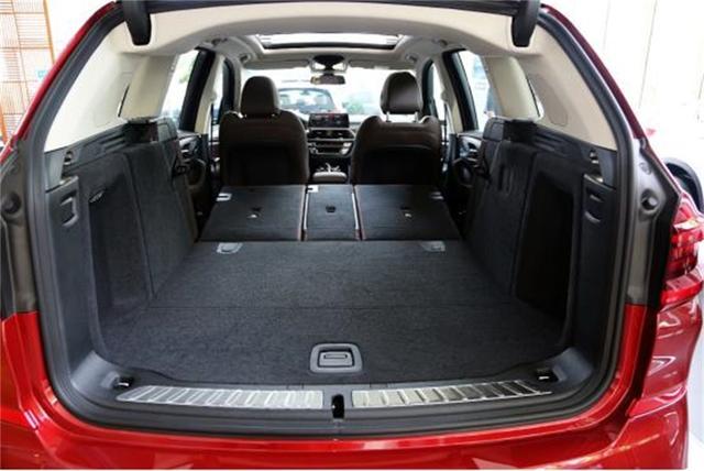 年底各家优惠降价?宝马X3低至33万,标配液晶仪表+座椅加热