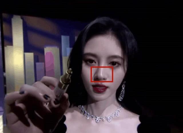 鞠婧祎红毯生图身高有159?鼻子好奇怪,是光线不对还是整容了?