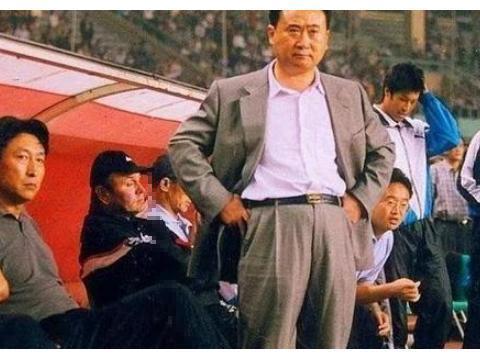 广州恒大只是把金元足球推向高峰,山东鲁能,大连万达才是先行者