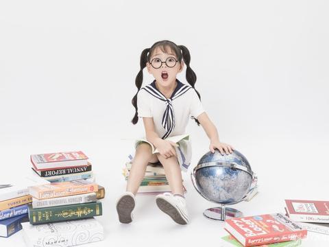 孩子爱撕书,可奶奶却怪书质量不好?
