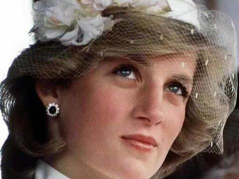 戴安娜王妃婚后有多个情人,为什么还被奉为女神?捧得那么高