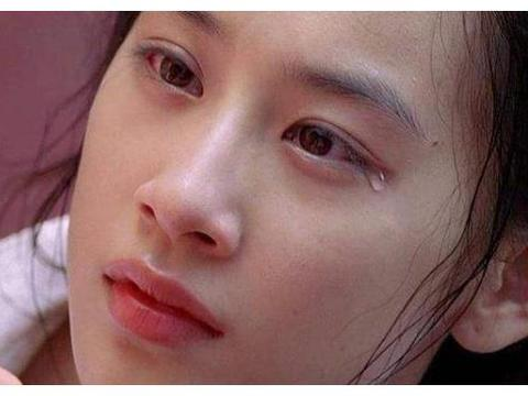 """36岁黄圣依""""玉女""""变熟女,当她泳装照流出,网友:这经历了啥?"""