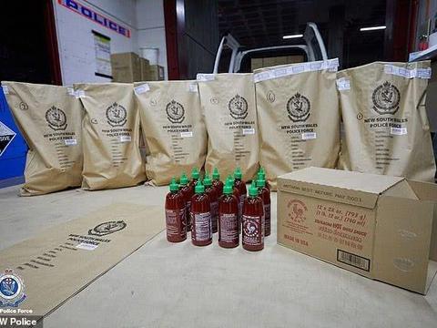 女子涉嫌将毒品装在辣椒酱中进行走私,涉案金额高达14亿