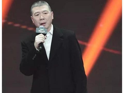 62岁冯小刚近照,身价过亿为何不治白癜风?