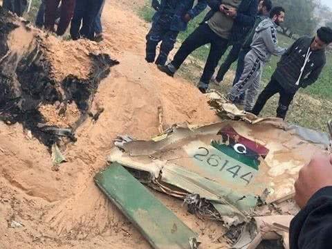 利比亚国民军的一架战机坠毁,准将飞行员被俘,备受各种羞辱