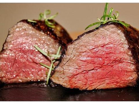 美国吃生牛肉,法国吃生鹅肝,韩国吃活章鱼,中国:试试这道菜