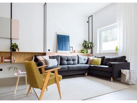 明亮简约的中世纪现代主义公寓,复古优雅的家居空间
