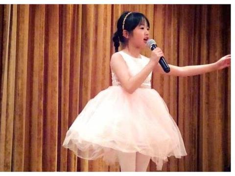 吴尊晒neinei芭蕾靓照:爸爸做你的芭蕾王子!小公主天鹅臂好美