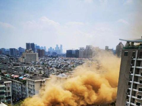 深圳公寓坍塌、杭州路面塌陷、郑州塔吊倒塌,城建何以一天三塌?