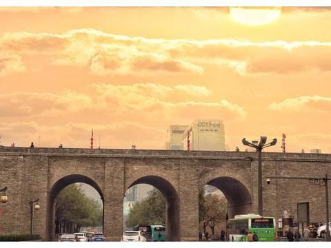 中国最大古城墙竟有14公里,走一圈4小时,方便出入新开14座城门