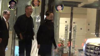 宋丹丹夫妇与名导赵宝刚私人聚餐,两方的出行座驾却差这么多