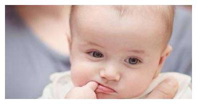 宝宝咬手指,是没吃饱吗?当心是身体缺锌了
