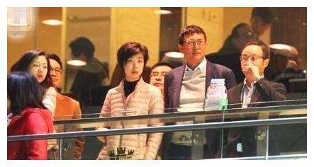 身家过亿的国乒大魔王,当年为啥选择嫁给50岁徐威?婚后说出实情